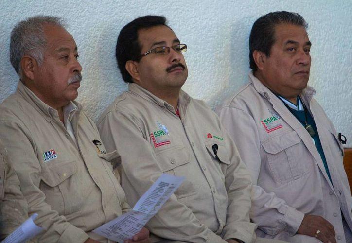 Recibirán familias la indemnización correspondiente, aseguró Romero Deschamps. (Notimex)