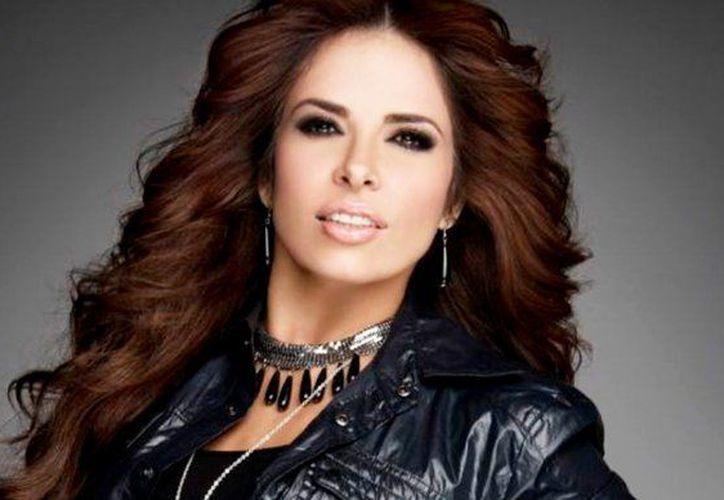 La cantante se presenta con éxito en la Arena Monterrey. (Foto: Debate)