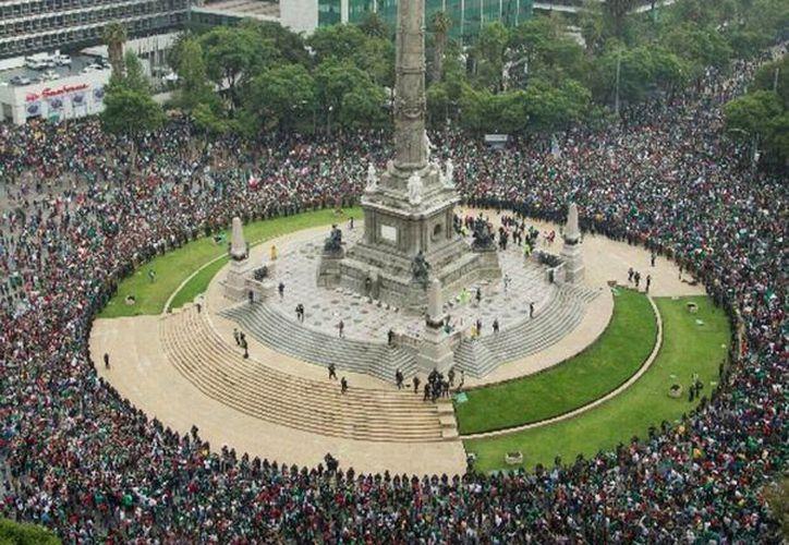 Tiembla en Ciudad de México por saltos de aficionados felices por triunfo de México en Mundial (Foto: record)