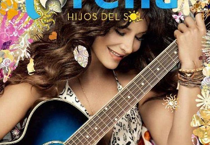 La también actriz lanzó su nuevo disco con 10 temas inéditos coautoría de Lorena. Dos de ellos los canta a dueto, 'Bienvenido' con Daniela Romo, y 'Baila bajo la lluvia', con Daniel Santacruz. (@lorenarojas)