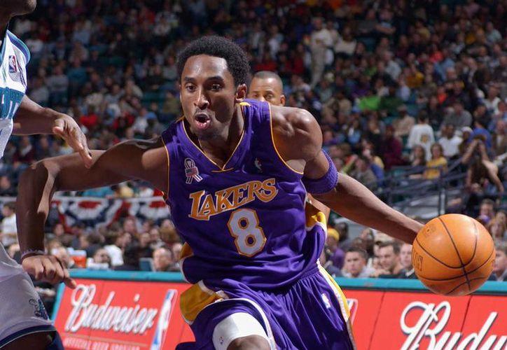 El representante de Bryant descartó que el jugador participe en la próxima temporada. (Internet)