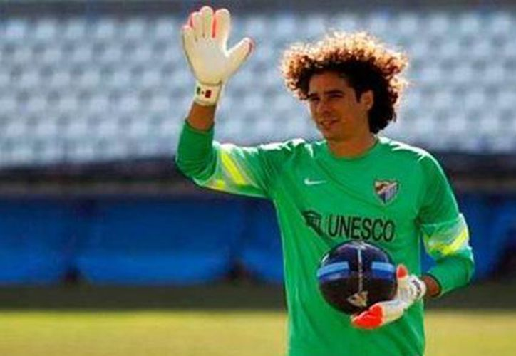 Memo Ochoa asegura que ve al plantel del Málaga 'bastante fuerte y fresco'. (Facebook/Guillermo Ochoa)