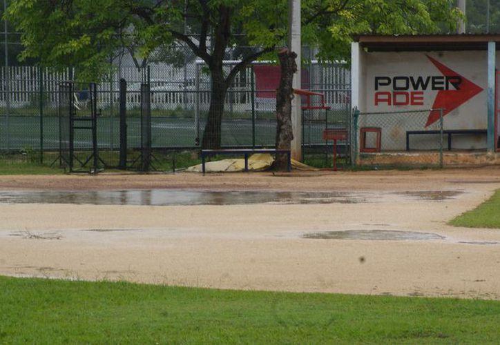 La falta de actividades deportivas durante el fin de semana se debió a la excesiva cantidad de agua en los recintos. (Foto: Ángel Villegas/SIPSE)
