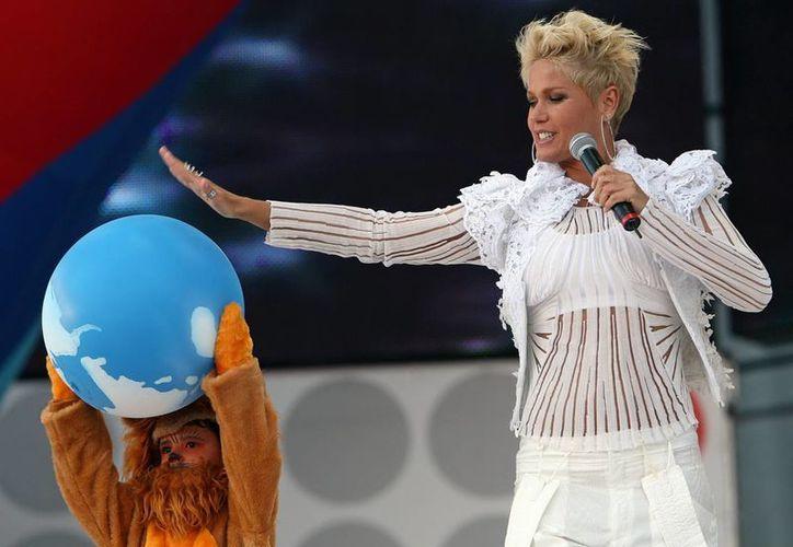 Después de 29 años, Xuxa deja la televisora Red Globo, donde se dedicaba al público infantil, para empezar una nueva faceta en la televisora Record. (EFE)