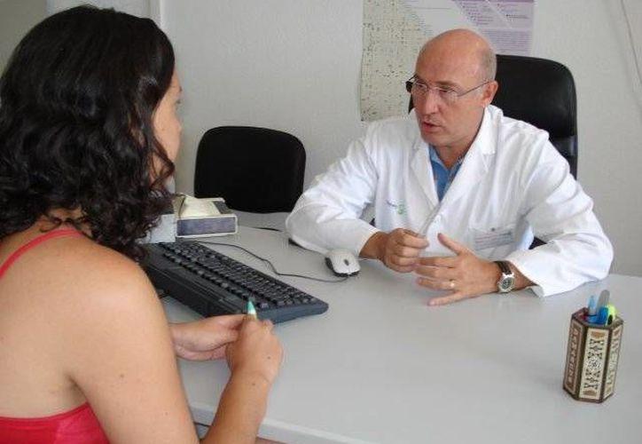 Médicos tienen oportunidades profesionales en Cancún. (Contexto/Internet)