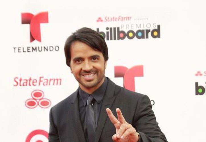 Los Premios Billboard de la Música Latina reconocen a lo mejor de la música hispana en EU. En la imagen, el cantante Luis Fonsi en la alfombra roja de una de las entregas del Premio. (Archivo/Notimex)
