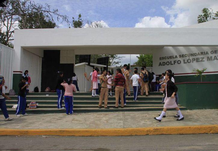 Si no se atiende el problema educativo el país caerá en un hoyo mucho más profundo en materia de corrupción, consideró Castillo Aguilar. (Harold Alcocer/SIPSE)