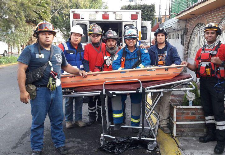 Bomberos realizan labores de búsqueda en la Ciudad de México. (Redacción/SIPSE).