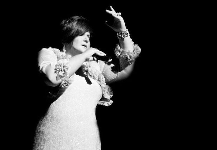La cantante señaló que, a través de su música pretende difundir un mensaje de esperanza y amor universal. (SIPSE)