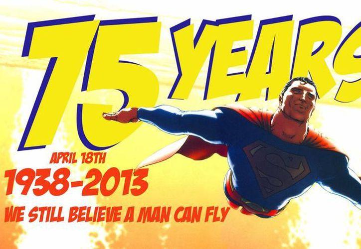 Superman cumplirá 75 años con un nuevo filme y un videjuego, entre otros productos. (amazingcosmicpowers.blogspot.com/Archivo)