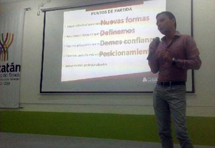 Jorge Bernal Cardellla impartió la conferencia 'Crowdfunding y Certificación en Procuración de Fondos' para las organizaciones de la sociedad civil de Yucatán. (Milenio Novedades)