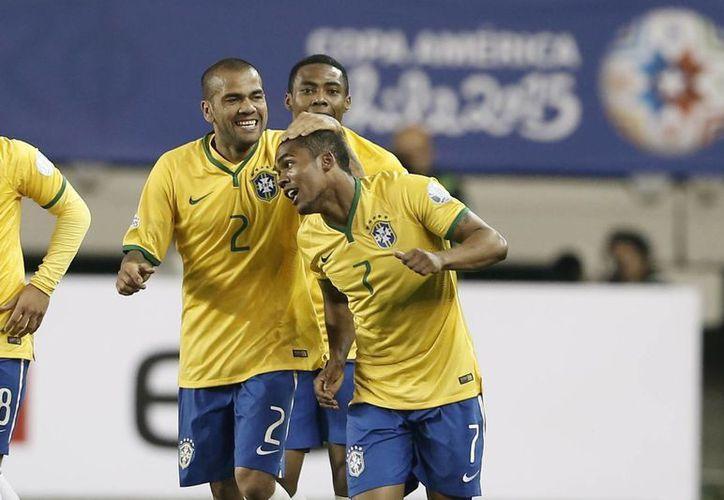 Brasil se repuso de un sorpresivo 1-0 de Perú en el primer tiempo. (Foto: AP)