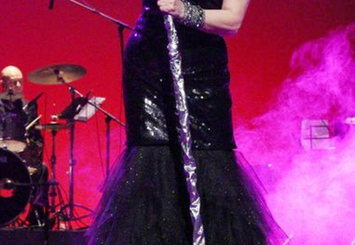 Arianna mostró su elegancia durante su concierto en el Teatro José Peón Contreras. (Milenio Novedades)