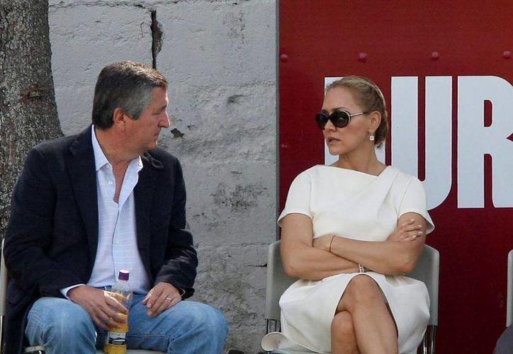 Pide abogado de Angélica Fuentes negociar para evitar un juicio largo que solo costará pérdidas económicas para las empresas. (polemon.mx)