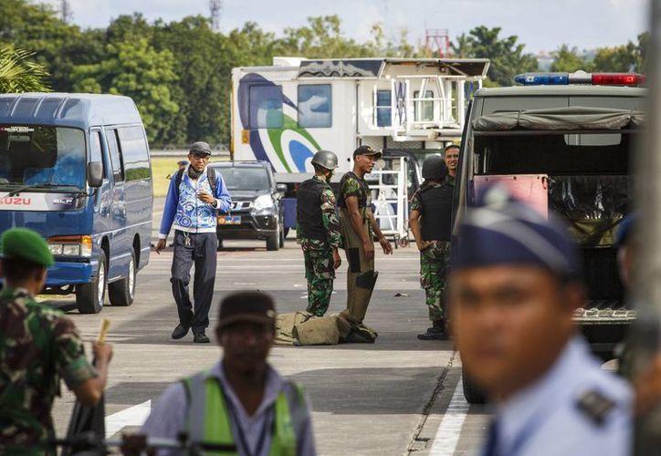 Un portavoz de la Fuerza Aérea de Indonesia confirmó que los pasajeros del vuelo de Virgin Blue fueron desembarcados sin problemas de la aeronave. (EFE)