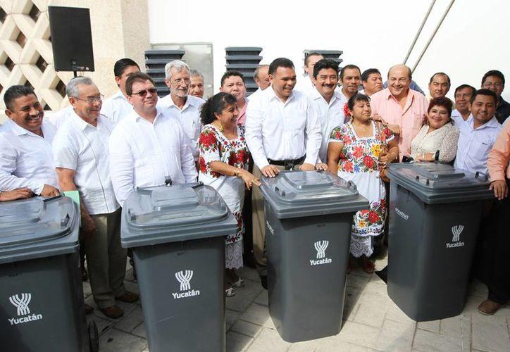 El gobernador Rolando Zapata Bello en una de sus actividades del sábado. (SIPSE)