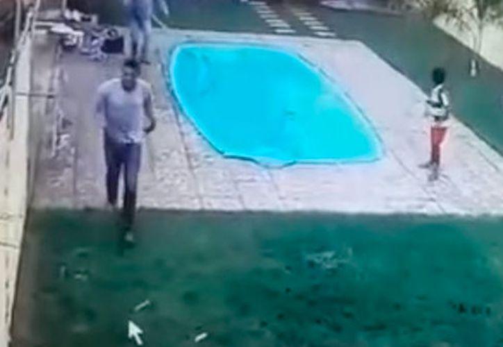 El dueño de la casa enfrentó a los ladrones, disparó contra uno y el segundo escapó del lugar. (Foto: Captura de video)