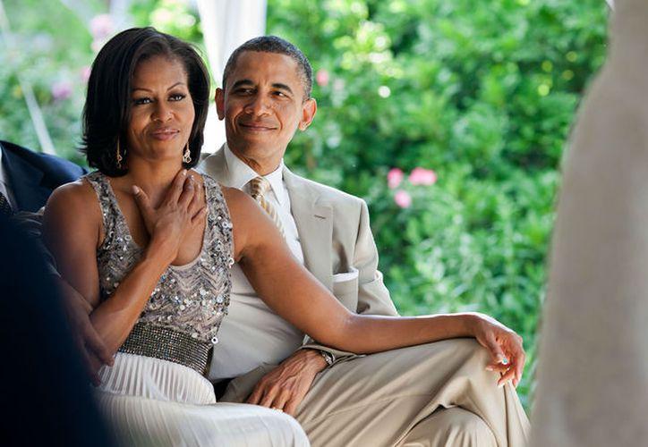 Aunque los Obama declinaron la invitación de una manera muy educada, en las redes sociales ha sido admirado el gran detalle que tuvieron con esta pareja. (Pete Souza)