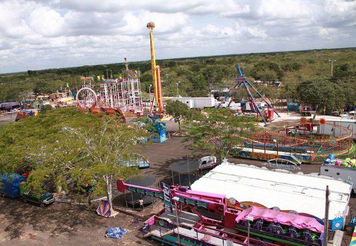 Las instalaciones de la Feria Yucatán Xmatkuil, que será inaugurada este viernes, incluyen un parque ecológico que cuenta con jardines, cascada, lago, puente, zona de descanso, cafetería, servicios sanitarios y expositores relacionados al área. (Jorge Acosta/SIPSE)
