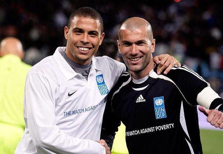 Como en los viejos tiempos en Real Madrid Ronaldo y Zinedine Zidane hicieron una gran mancuerna pero esta vez en un partido amistoso benéfico contra el virus del ébola. (latribuna.hn)