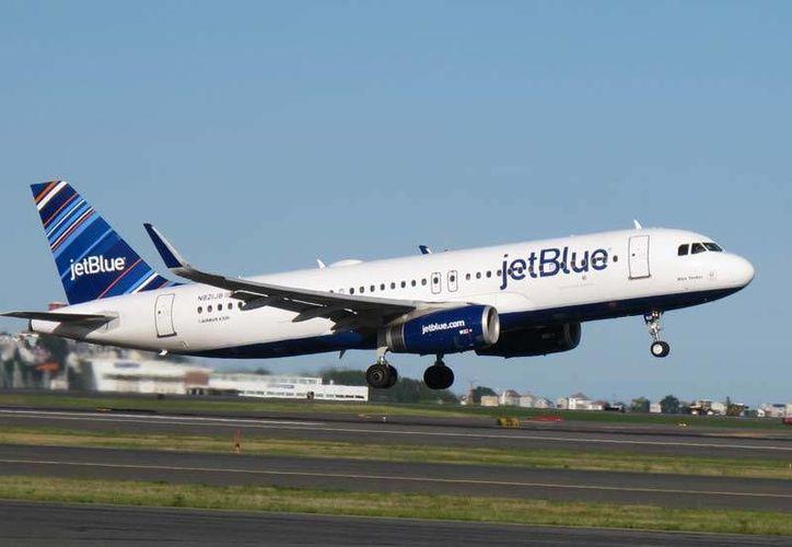 El vuelo de Jet Blue estaba programado para llegar a Cancún a las 16:15 horas. (Foto: Contexto/Internet)