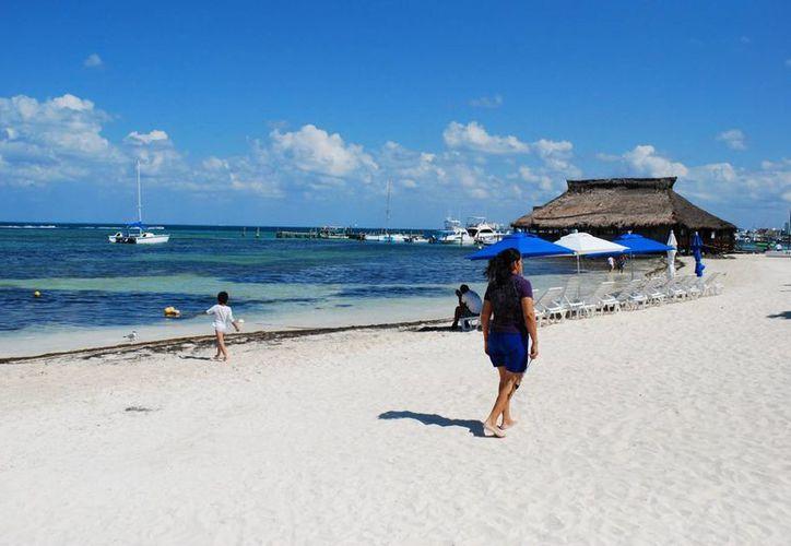 Para las tareas de embellecimiento y remozamiento de playas públicas de Benito Juárez, la alcaldía invirtió más de 13 millones de pesos. (Tomás Álvarez/SIPSE)