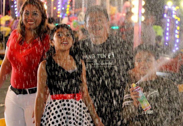 La feria es parte de las atracciones que no pueden faltan en los festejos de Playa del Carmen. (Adrián Barreto/SIPSE)