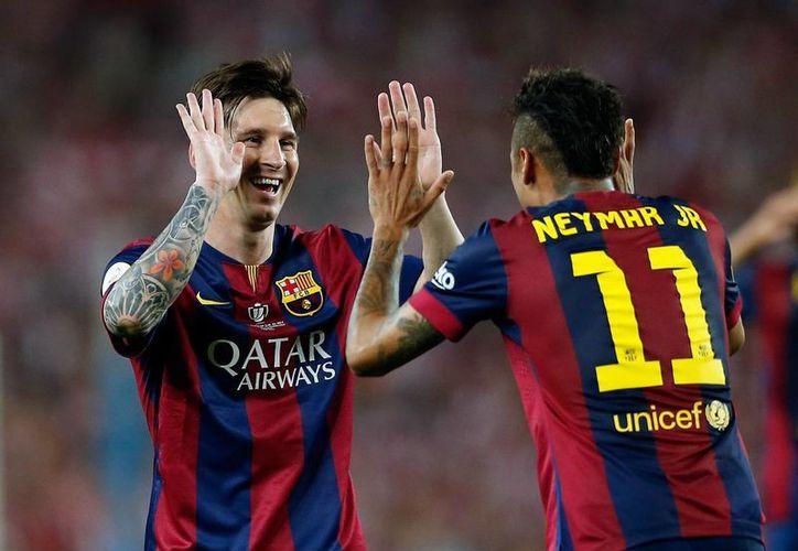 Barcelona ha perdido sus tres partidos de pretemporada, pero ahora se acerca el juego por la Supercopa de España contra Sevilla. En la foto, Neymar celebra con Lionel Messi un gol en la Copa del Rey.  (Foto: AP)