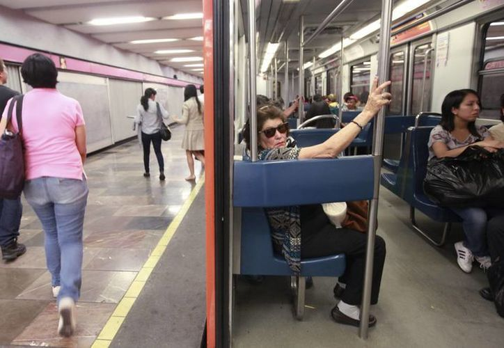 En la capital mexicana, donde el 65 % de las usuarias del transporte público ha sufrido de acoso, la denuncia es uno de los escollos principales a superar. (EFE)