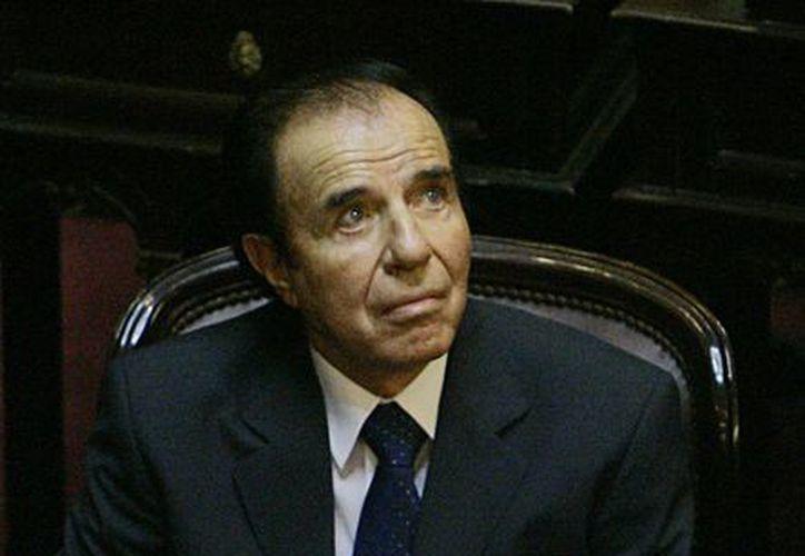 Menem fue acusado de contrabando agravado por haber firmado entre 1991 y 1995 decretos para vender armamento a Croacia y Ecuador. (Agencias)