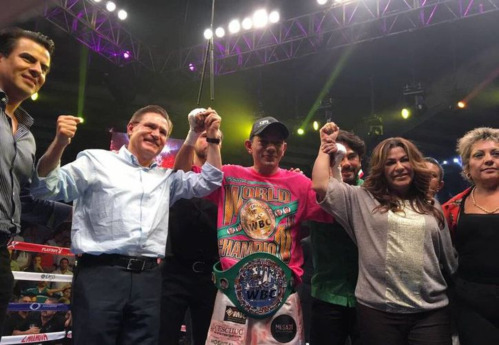 Cristian Mijares derrotó a Shonei Kawashima, complicado retador japones, para conservar su título plata pluma del Consejo Mundial de Boxeo la noche del sábado, en Gómez Palacio, Durango. (Twitter: @diamantemijares)