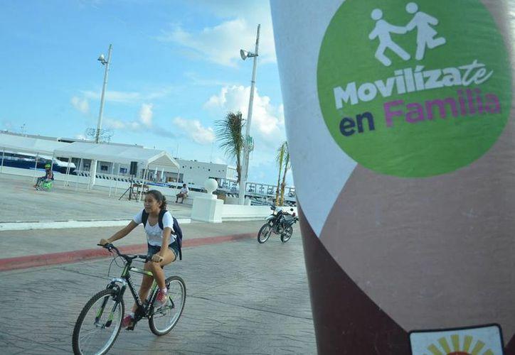 Los cozumeleños de todas las edades participaron a lo largo del Malecón. (Cortesía/SIPSE)
