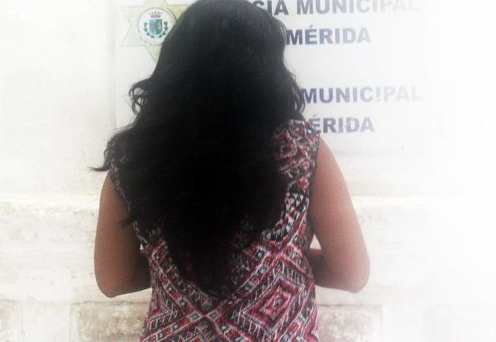 La mujer le dijo una anciana que le entregara un celular, una soguilla y dinero en efectivo a cambio de un pagaré por 45 mil pesos, como parte del plan para despojarla. Al final fue detenida por agresión a la señora de la tercera edad. (Milenio Novedades)