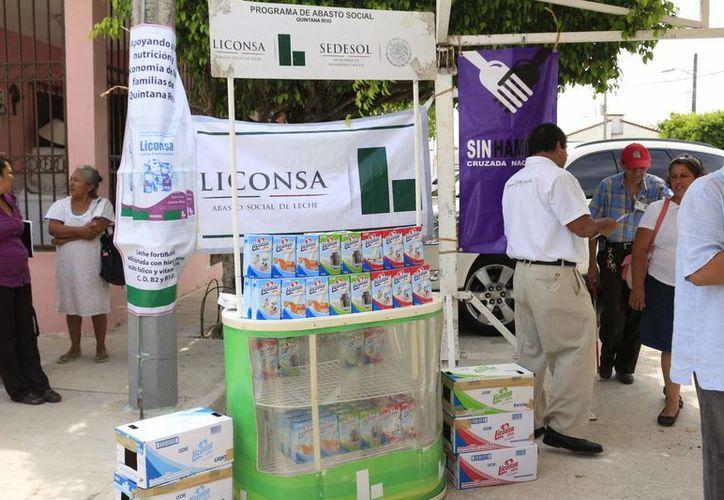 Muchas de las familias que tienen derecho a leche de Liconsa, no acuden por su dotación completa, por lo que se les hace un llamado. (Harold Alcocer/SIPSE)