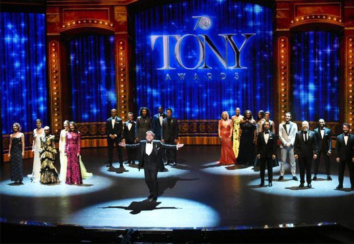 El anfitrión James Corden durante el número de apertura de los Premios Tony, este domingo en el Teatro Beacon en Nueva York. (Foto por Evan Agostini/Invision/AP)