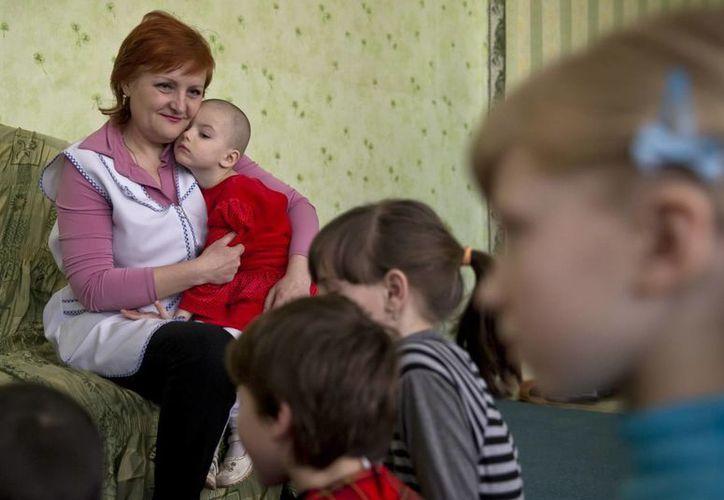 Los 22 niños a cargo de Yelena Nikulenko, en Khartsyzk, son algunos de los más vulnerables en la zona de guerra en Ucrania. (Agencias)
