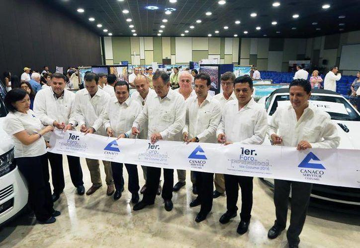 El martes de inauguró el  Primer Foro del Emprendedor Isla Cozumel 2016. (Irving Canul/SIPSE)