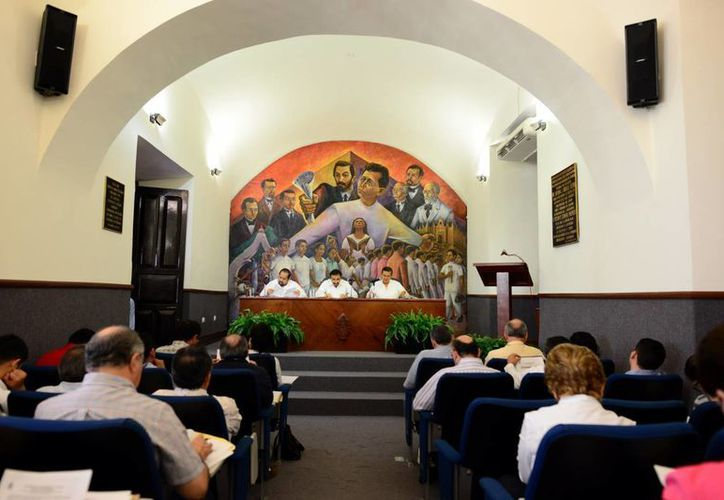 Ayer sesionó el Consejo Universitario en el edificio central. (Luis Pérez/SIPSE)