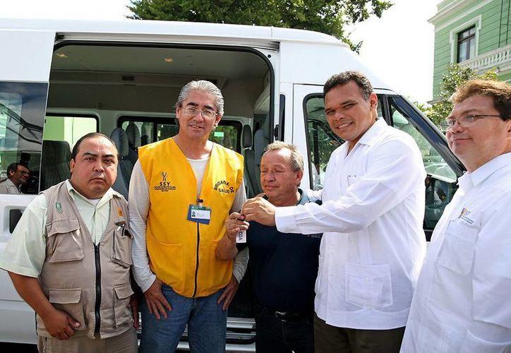 Zapata Bello otorgó 10 camionetas, ocho autos tipo sedán y dos vehículos para transporte de personal. (Milenio Novedades)