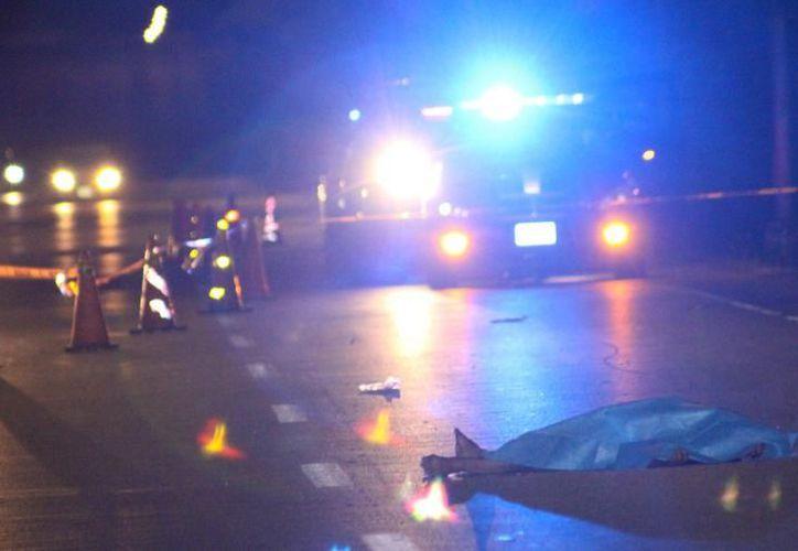 """Videos muestran cuando la conductora se da a la fuga y dobla en dirección hacia el fraccionamiento """"Los Héroes"""". (SIPSE)"""