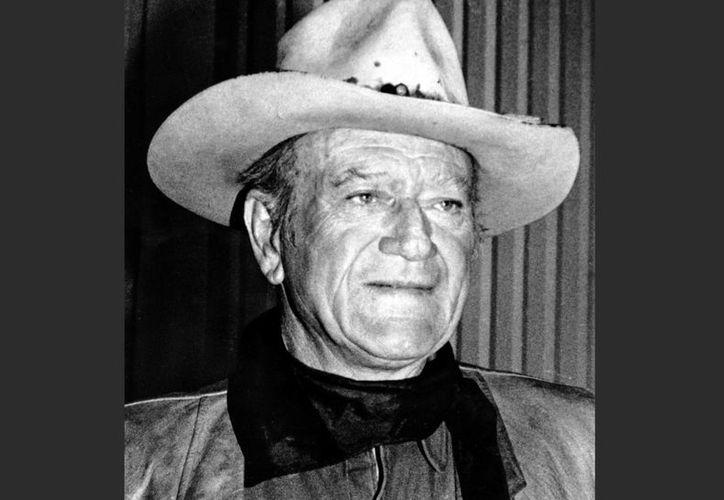 El actor y director John Wayne en una foto de archivo de 1978. Legisladores de California votaron en contra de un reconocimiento oficial a Wayne, por su posición sobre la supremacía blanca y su apoyo a un comité contra actividades comunistas. (Foto AP, archivo)