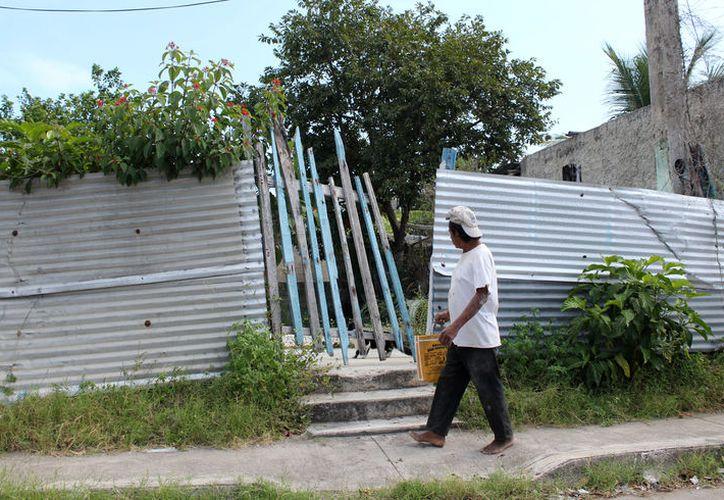 El Ayuntamiento de Othón P. Blanco buscará a los dueños de los predios abandonados. (Foto: Ángel Castilla/SIPSE)