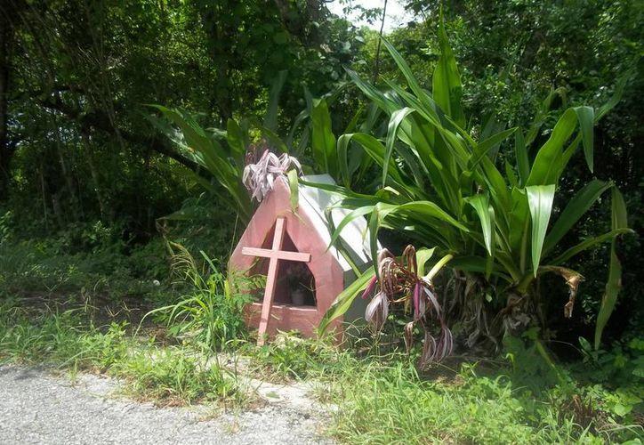Este nicho se ubica en la carretera Panabá-Sucilá, donde han se han registrado varios reportes de fenómenos paranormales. (Jorge Moreno/SIPSE)
