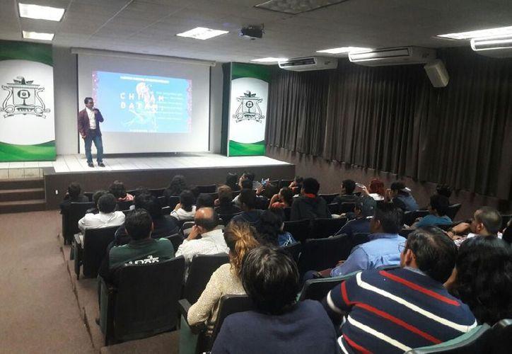 El evento se realizó en el auditorio de la Universidad de Quintana Roo 'Yuri Knorosov'. (Joel Zamora/SIPSE)