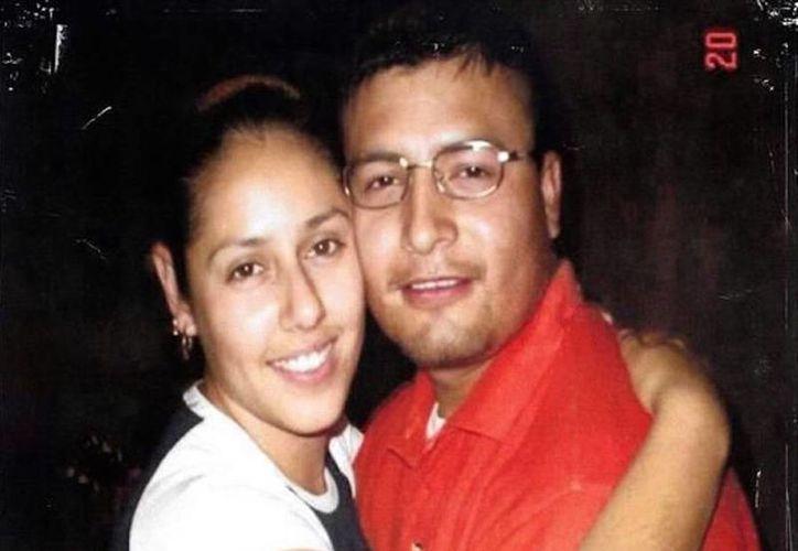 Rocío Elías y su esposo Carlos Peña, ambos de 29 años, salían de su trabajo cuando quedaron en medio de un enfrentamiento entre soldados y delincuentes. (sinembargo.mx)