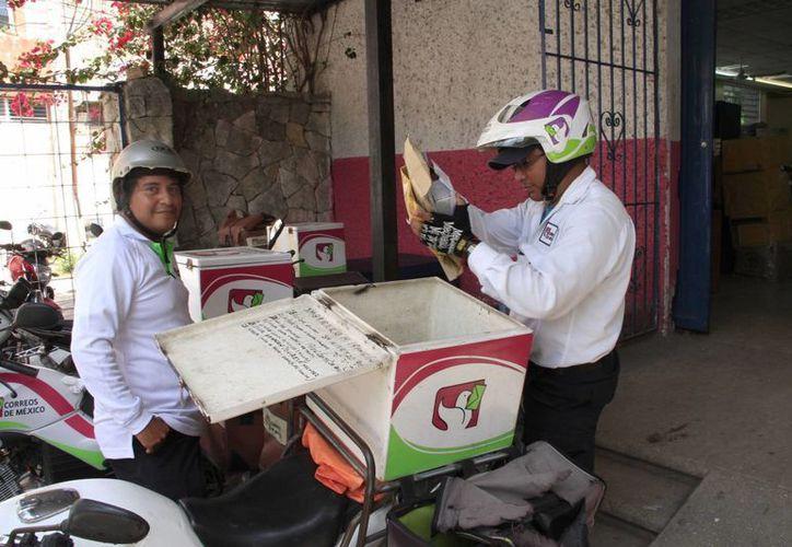 Cuentan Correos de México con más de 50 carteros para toda la ciudad. (Tomás Álvarez/SIPSE)