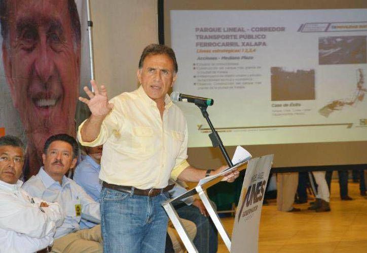 Miguel Ángel Yunes, candidato a la gubernatura del estado de Veracruz, es acusado de cargos como pederastia y trata de personas. (Facebook/Miguel Ángel Yunes)