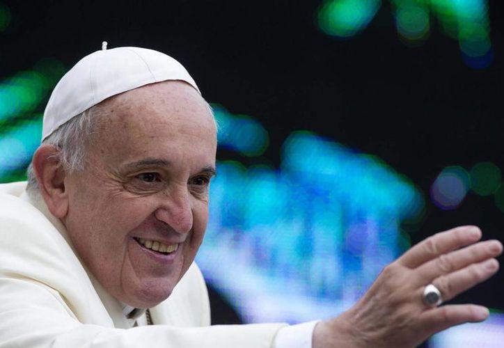 El Francisco ordenó la suspensión del padre José Mercau, párroco de una localidad de Buenos Aires, por un caso de pedofilia por el que fue condenado. (EFE/Archivo)