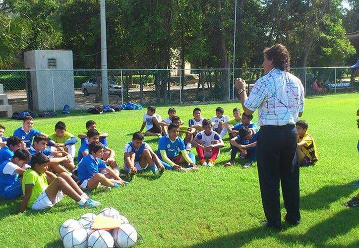 Se reanuda el Campeonato de Liga del futbol de la Cañedo con intensa competencia en la categoría Infantil Menor Oficial. (Francisco Gálvez/SIPSE)