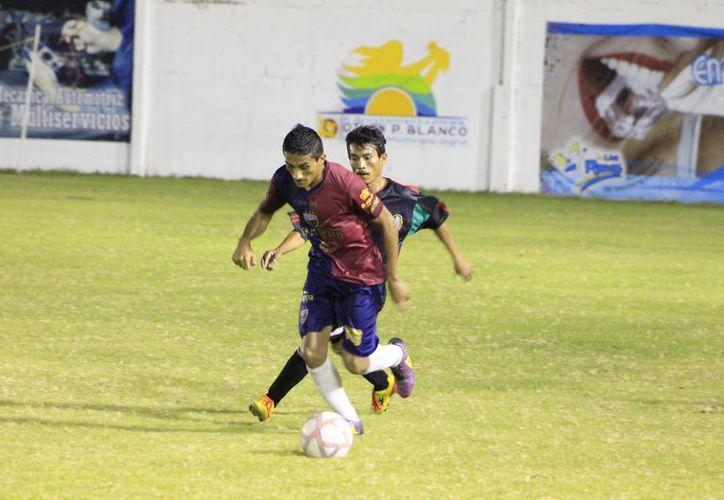 Tras el resultado de la fecha 14, Deportivo San Rafael, los Santos de Butrón Casas y Xul-Há registran idéntica cifra de 28 unidades. (Miguel Maldonado/SIPSE)